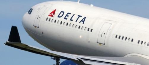 Delta Air Lines Pilot Hits Female Passenger As He Tries To Break ... - inquisitr.com