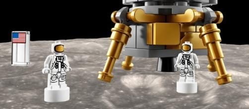 Lego just launched a giant Apollo Saturn V moon rocket set that ... - businessinsider.com
