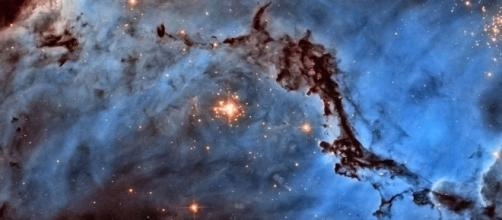 Observing outer space through Hubble Space Telescope - Xinhua ... - xinhuanet.com