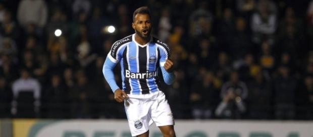 Fernandinho em atuação pelo Grêmio