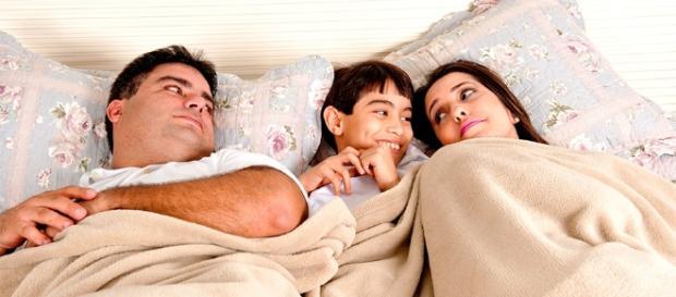 Filho na cama dos pais, o que fazer?