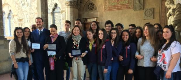 Gli Studenti di Amatrice con il presidente di Property Manager Italia, la direttrice del Bargello ed il vicesindaco di Firenze