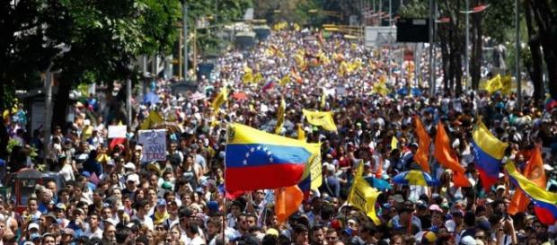 In Venezuela è quasi guerra civile: continuano le proteste contro ... - liberopensiero.eu