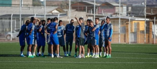 Renato comandando treinamento no Chile