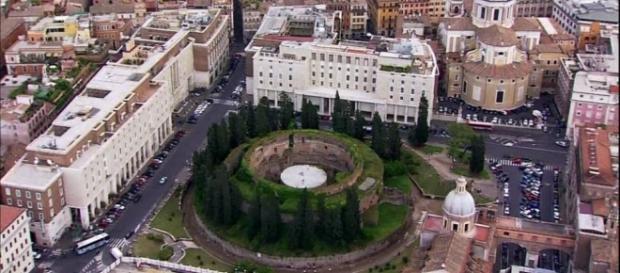 Vista aerea del Mausoleo voluto da Augusto nel 28 a.C. (fonte foto: Google)