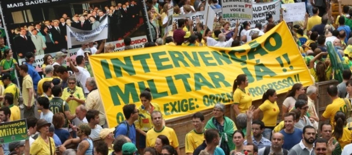 Intervenção militar é pedida por parte do povo brasileiro