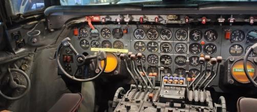 American Airlines cockpit Photo Credit: InSapphoWeTrust