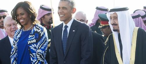 First Lady Michelle Obama Keeps Head Uncovered in Saudi Arabia - people.com