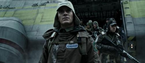 Michael Fassbender (Walter) in Alien: Covenant
