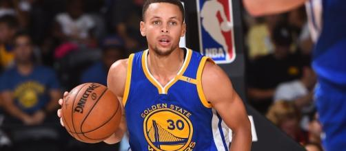 Stephen Curry and the Warriors look to go up 3-0 when they visit San Antonio on Saturday. [Image via Blasting News image library/slamonline.com]