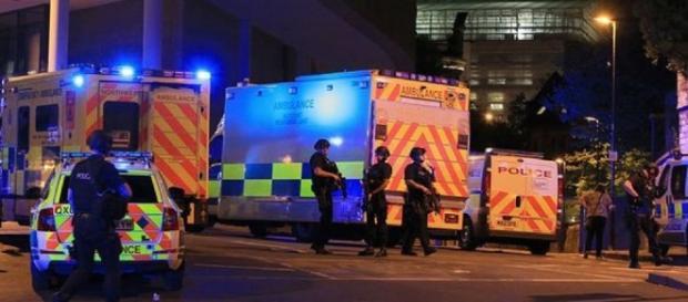 Stato d'allerta della Polizia di Manchester dopo l'attentato
