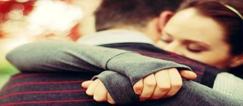 Abraçar a quem amamos só faz bem