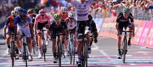 Bob Jungels vince a Bergamo la 15esima tappa