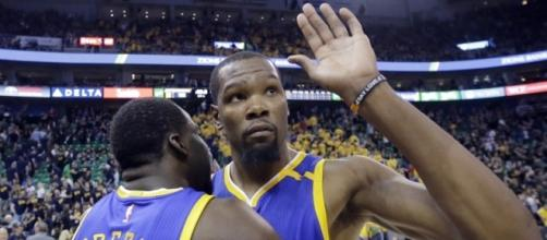 Durant puts Warriors 3-0 up over the Spurs. [Image via Blasting News image library/com.au]
