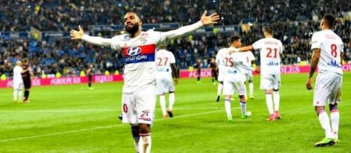 Lacazette quitte Lyon en passant la barre des 100 buts