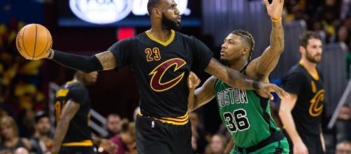 LeBron James and the Cavs will try to go up 3-0 on the Boston Celtics on Sunday. [Image via Blasting News image library/inquisitr.com]