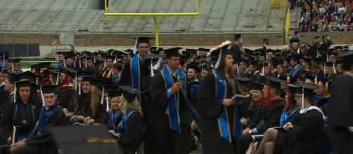 Notre Dame graduates walk out over VP Mike Pence speech ... - cnn.com