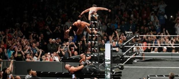 DIY no pudo derrotar por tercera ocasión a AOP en lucha titular de parejas.