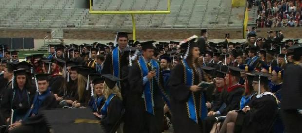 Notre Dame graduates walk out over VP Mike Pence speech ... - cnn.com