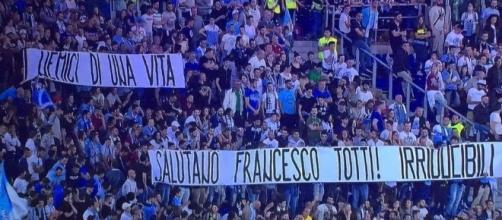 Gli Irriducibili salutano Totti