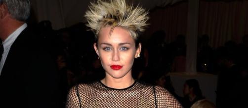 "Miley Cyrus emotional as she sings ""Malibu"" at 2017 Billboard Music Awards. Photo - usmagazine.com"