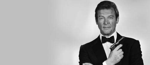 """Morto Roger Moore, il più """"longevo"""" James Bond di sempre."""