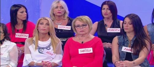 Roberta Mingione accusa Simona di fare allusioni su Anna e Giorgio