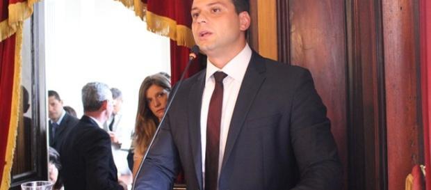Em menos de seis meses de campanha, Bernardo Rossi esforça-se para cumpri-las