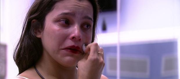 Emilly Araújo diz que sua mãe está bem