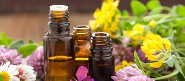 How to Use Essential Oils - Photo: Blasting News Library - dorajackson.com