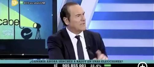 Antonio Jiménez presentando el cascabel