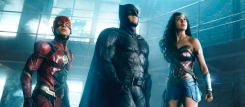 Zack Snyder Brushes Off Rumors That 'Justice League' Is 3 Hours Long - theplaylist.net