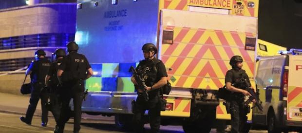 C'è stata un'esplosione al concerto di Ariana Grande a Manchester ... - ilpost.it