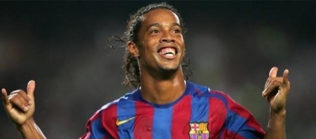 Foto Ronaldinho celebrando un gol con Barcelona