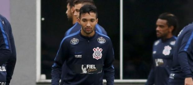 Jogador Clayson deverá fazer sua estreia pelo Corinthians contra o Atlético GO (Foto: Google)
