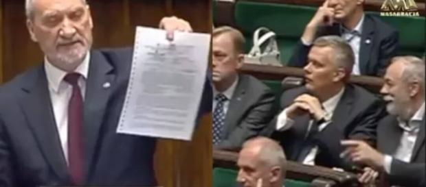Minister Antoni Macierewicz w Sejmie (źródło: youtube.com)