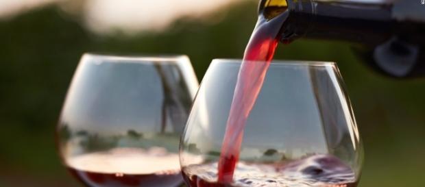 Un bicchiere di vino al giorno può aumentare il rischio di cancro al seno del 9% CNN.com - cnn.com