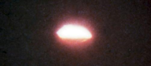 Fotografia de objeto luminoso em Colares, tirada durante a Operação Prato, em 1977.