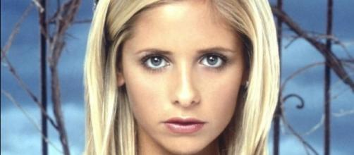 Sarah Michelle Gellar interpretando o papel de Buffy