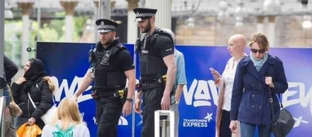 Armed cops patrol the streets of cities across the UK after ISIS ... - thesun.co.uk