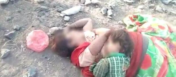 Criança é encontrada ao lado de sua mãe sem vida