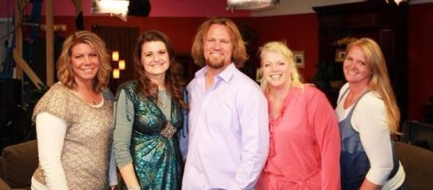 "Kody Brown with his four ""Sister Wives"" (Photo via Robyn Brown/Twitter)"