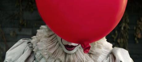 It trailer: Beware this new look at Stephen King film - ew.com
