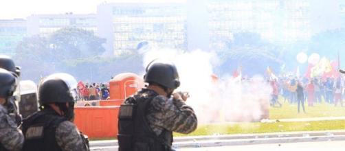 Força policial tenta impedir a violência dos manifestantes
