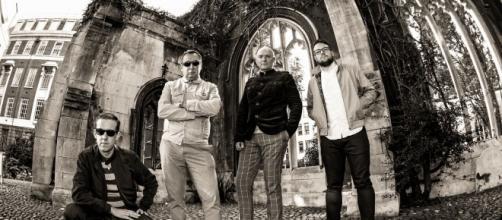 La band londinese Proper, al loro debutto discografico