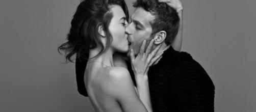 Photographer Ben Lamberty captures couples passionately kissing ... - dailymail.co.uk