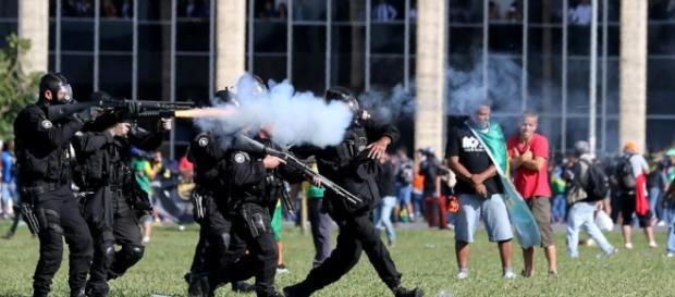 Temer convocou Exército para conter caos em Brasília