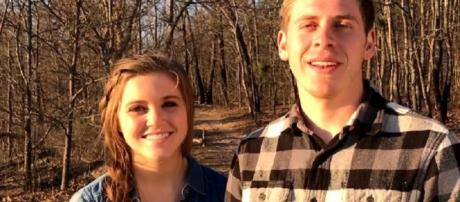 Joy-Anna Duggar Outdoor Engagement / photo screencap from TLC via Youtube