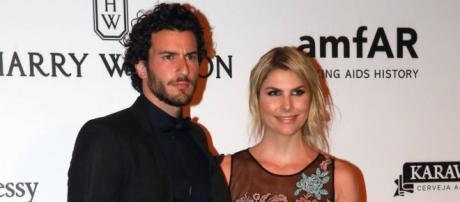 Julia Faria e Steve Gold também mantêm um relacionamento a ... - com.br