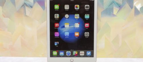 Apple could be planning 10.5-inch iPad Pro for 2017, flexy OLED ... - cnet.com